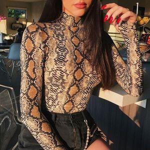 Tops - 🆕 Snakeskin print bodysuit